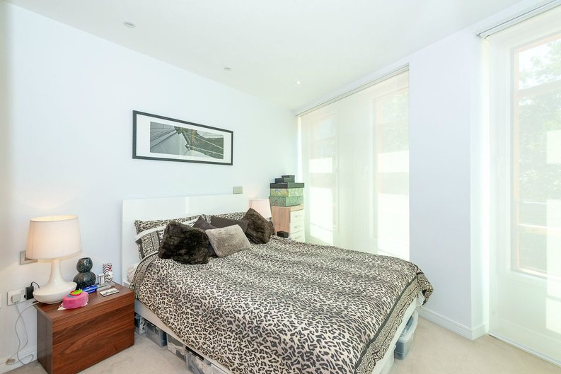 1 bedroom(s) apartment to sale in 5 Central St Giles Piazza, London-image 7