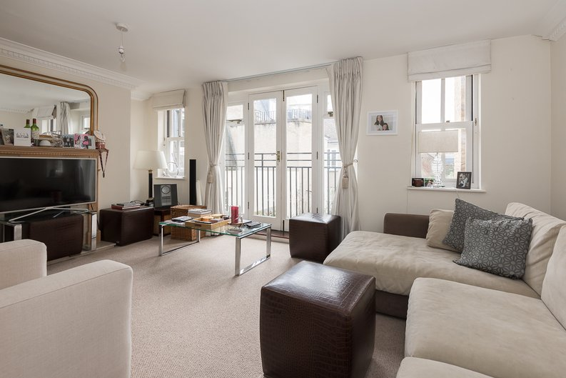 2 bedroom(s) apartment to sale in Trafalgar Gardens, South End Row, London-image 2
