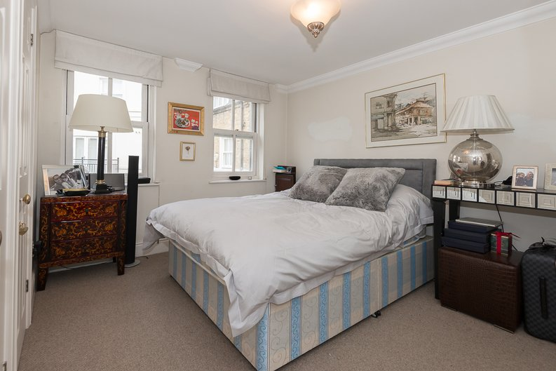 2 bedroom(s) apartment to sale in Trafalgar Gardens, South End Row, London-image 3