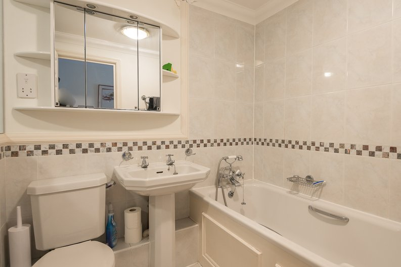 2 bedroom(s) apartment to sale in Trafalgar Gardens, South End Row, London-image 4