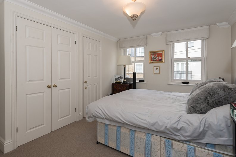 2 bedroom(s) apartment to sale in Trafalgar Gardens, South End Row, London-image 5