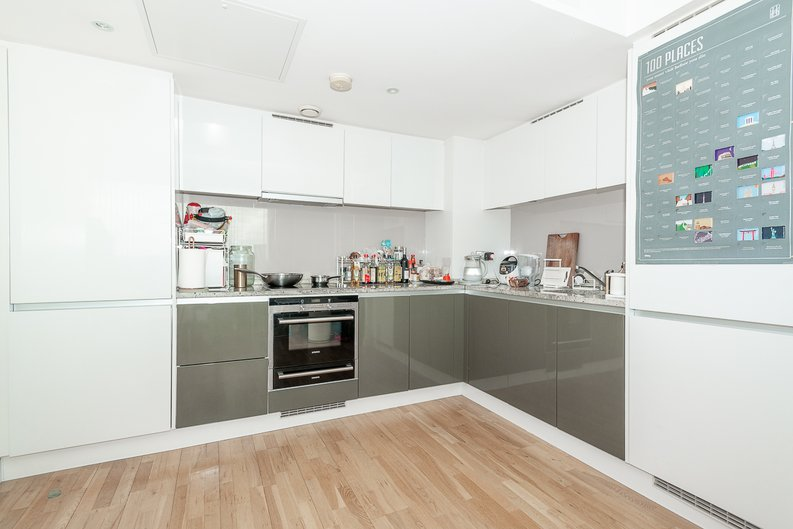 1 bedroom(s) apartment to sale in Landmark West Tower, 22 Marsh Wall, London-image 2
