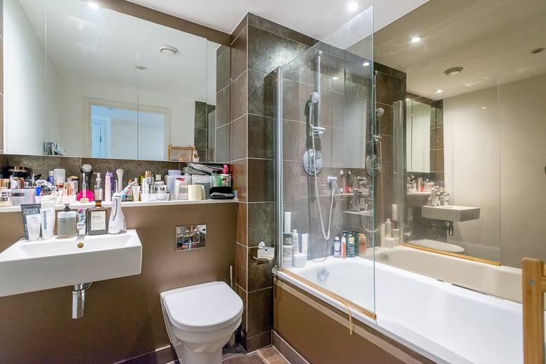 1 bedroom(s) apartment to sale in Landmark West Tower, 22 Marsh Wall, London-image 5