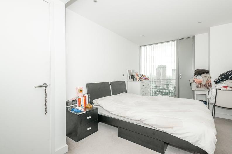 1 bedroom(s) apartment to sale in Landmark West Tower, 22 Marsh Wall, London-image 3