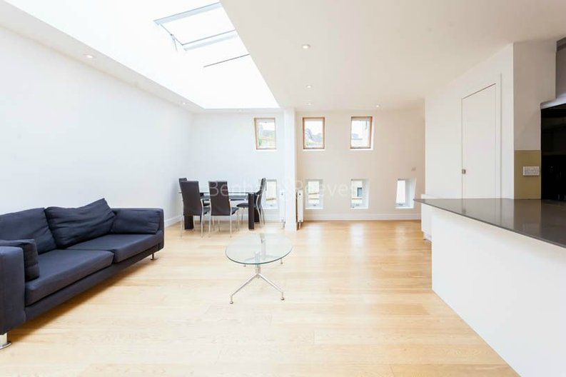 2 bedroom(s) apartment to sale in Sands End House, 120 Broughton Road, London-image 2