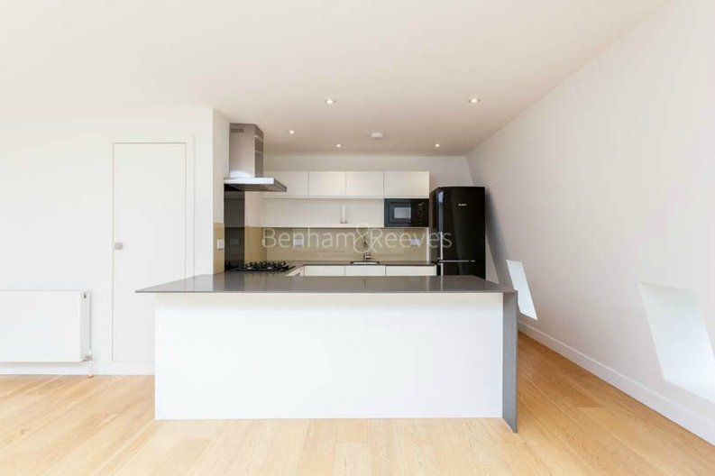 2 bedroom(s) apartment to sale in Sands End House, 120 Broughton Road, London-image 3