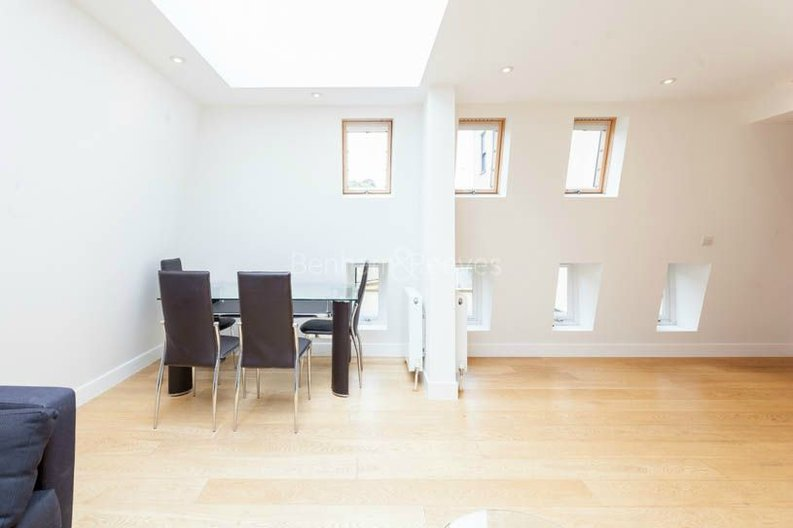2 bedroom(s) apartment to sale in Sands End House, 120 Broughton Road, London-image 4