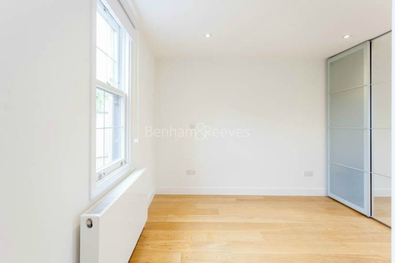 2 bedroom(s) apartment to sale in Sands End House, 120 Broughton Road, London-image 5