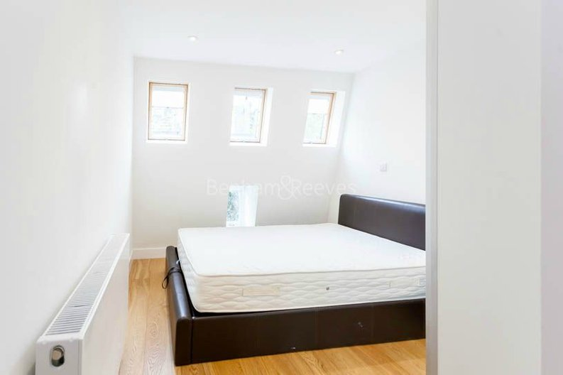 2 bedroom(s) apartment to sale in Sands End House, 120 Broughton Road, London-image 6