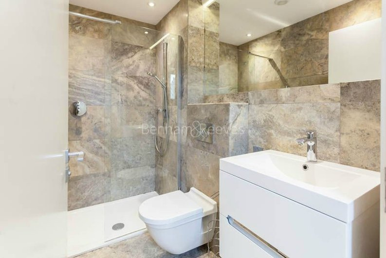 2 bedroom(s) apartment to sale in Sands End House, 120 Broughton Road, London-image 7