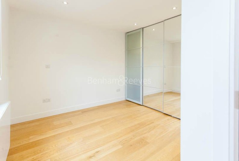 2 bedroom(s) apartment to sale in Sands End House, 120 Broughton Road, London-image 8