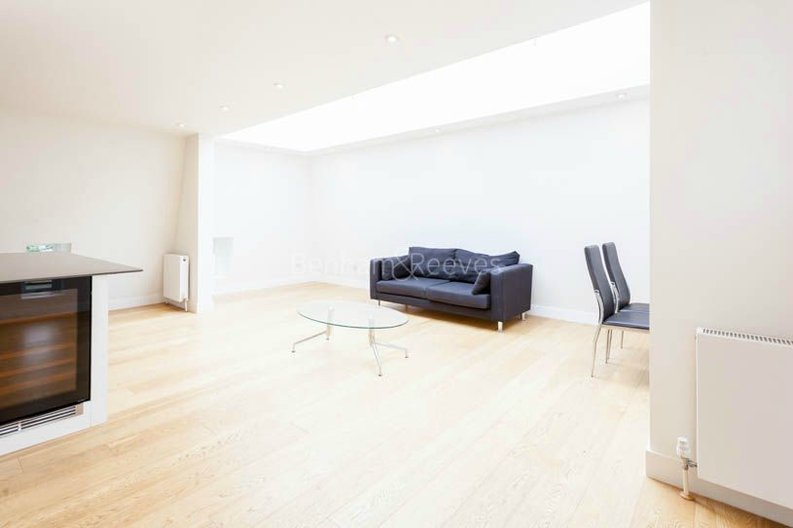 2 bedroom(s) apartment to sale in Sands End House, 120 Broughton Road, London-image 9