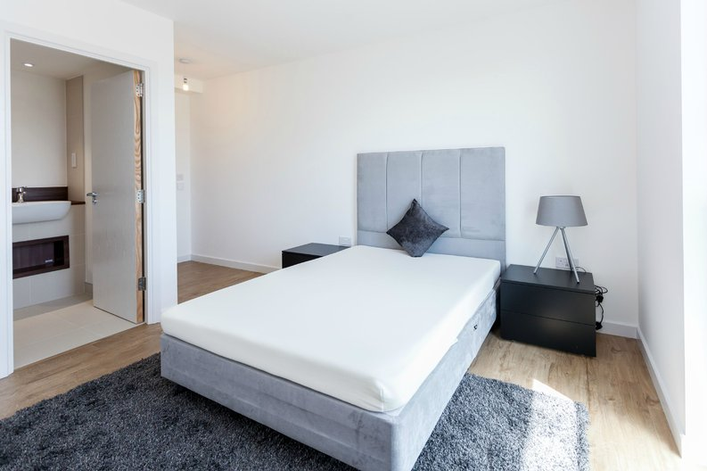 2 bedroom(s) apartment to sale in Gothenburg Court, Bailey Street, London-image 3