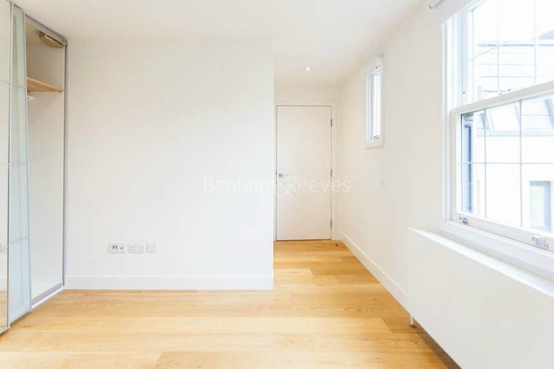 2 bedroom(s) apartment to sale in Sands End House, 120 Broughton Road, London-image 10