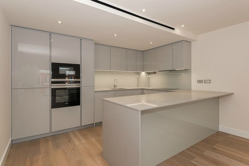 2 bedroom(s) apartment to sale in Goldhawk House, Beaufort Square, London-image 3