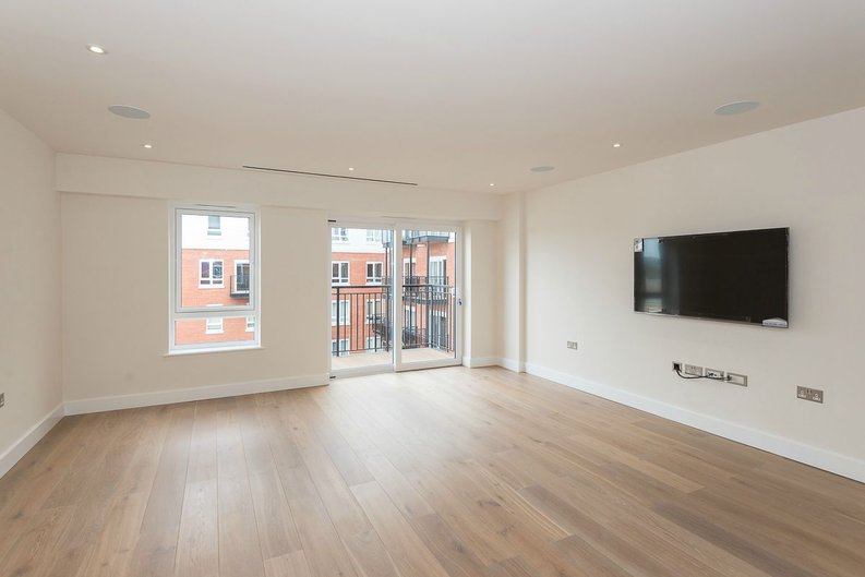 2 bedroom(s) apartment to sale in Goldhawk House, Beaufort Square, London-image 4