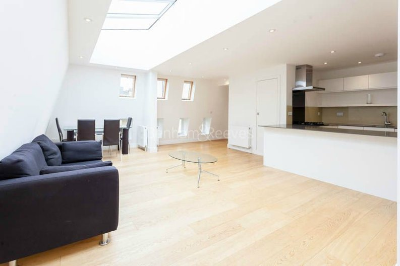 2 bedroom(s) apartment to sale in Sands End House, 120 Broughton Road, London-image 12