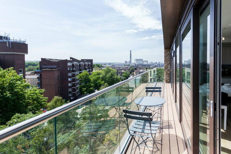 2 bedroom(s) apartment to sale in Gothenburg Court, Bailey Street, London-image 7