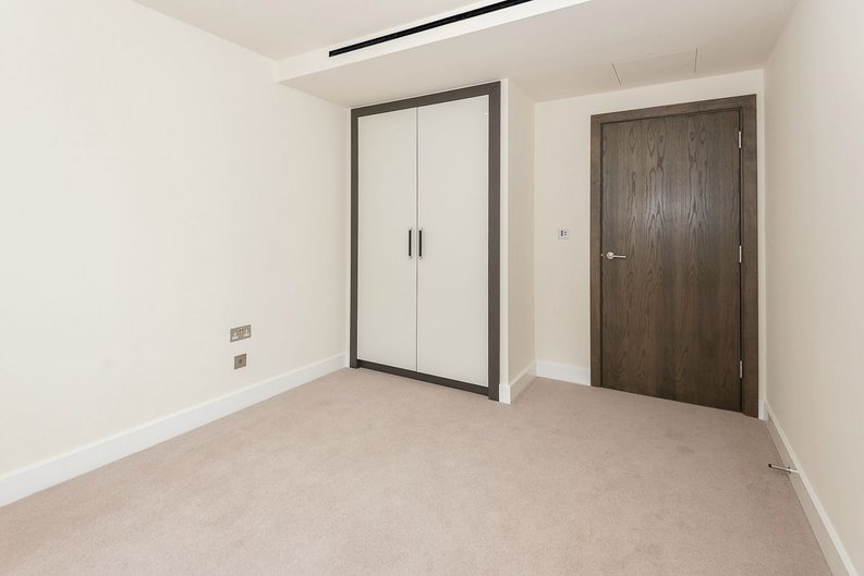 2 bedroom(s) apartment to sale in Goldhawk House, Beaufort Square, London-image 7