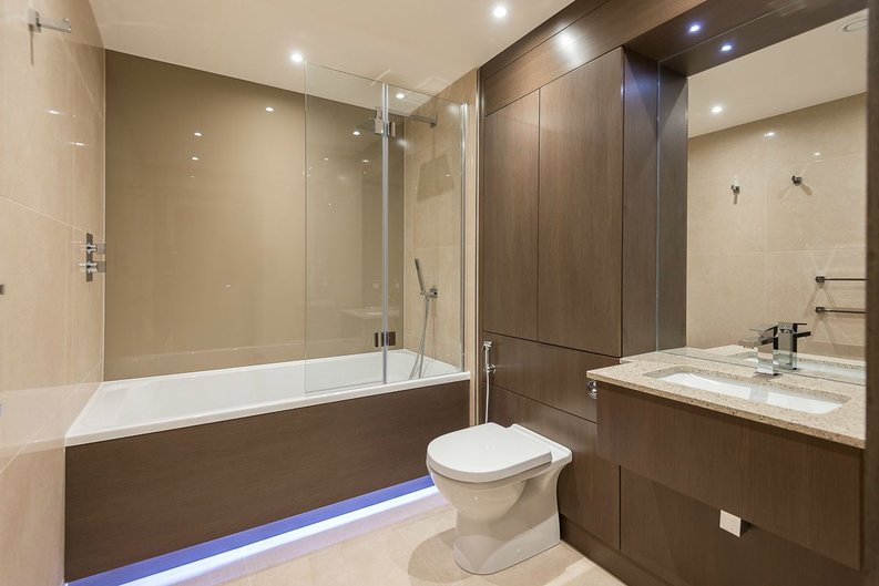 2 bedroom(s) apartment to sale in Goldhawk House, Beaufort Square, London-image 9