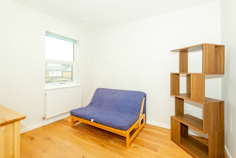2 bedroom(s) apartment to sale in Third Avenue, London-image 4