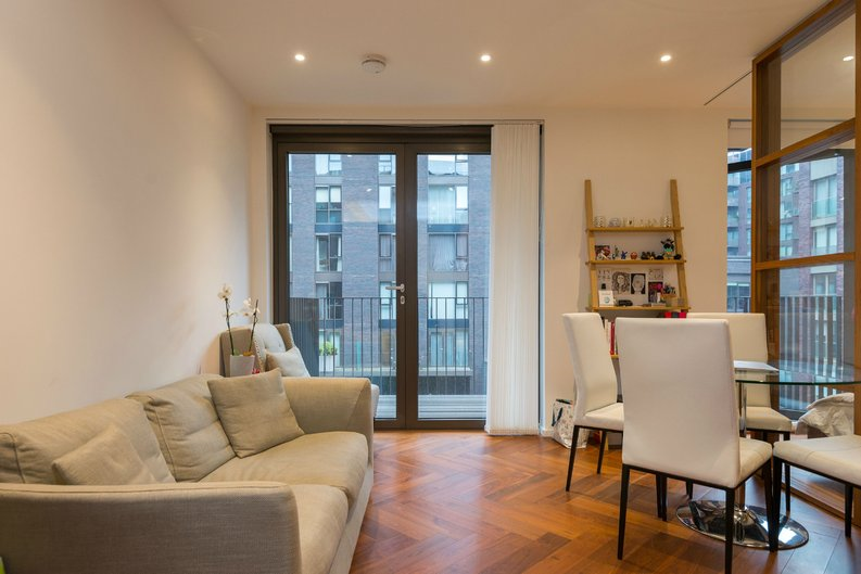 1 bedroom(s) apartment to sale in Ambassador Building, 5 New Union Square, London-image 2