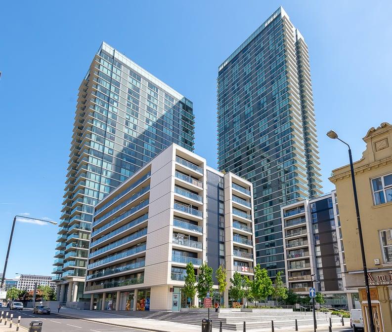 1 bedroom(s) apartment to sale in Landmark West Tower, 22 Marsh Wall, London-image 1