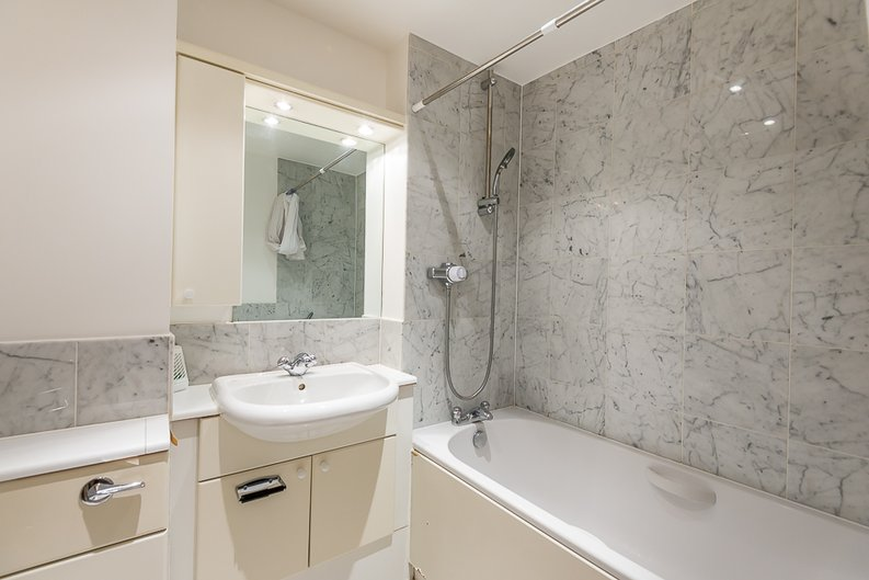 1 bedroom(s) apartment to sale in West One House, 48 Wells Street, Fitzrovia , London-image 4