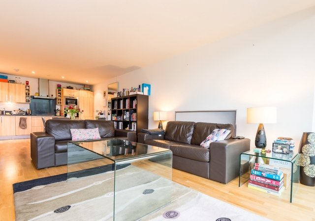 2 bedroom(s) apartment to sale in Highbury Stadium Square, London-image 10