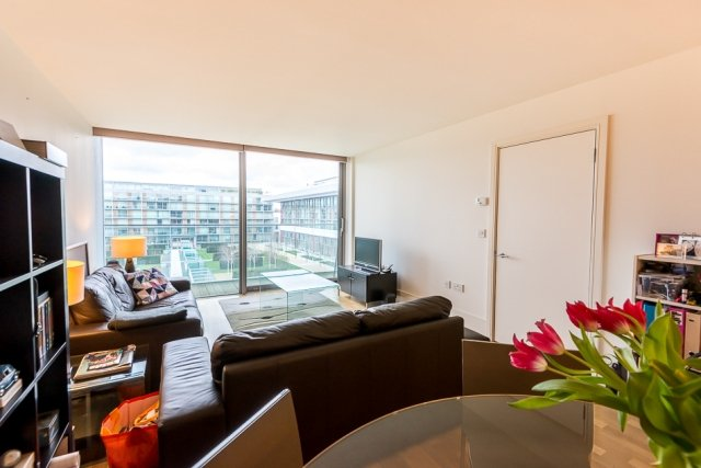 2 bedroom(s) apartment to sale in Highbury Stadium Square, London-image 11