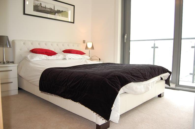 2 bedroom(s) apartment to sale in Craig Tower, Aqua Vista Square, London-image 6