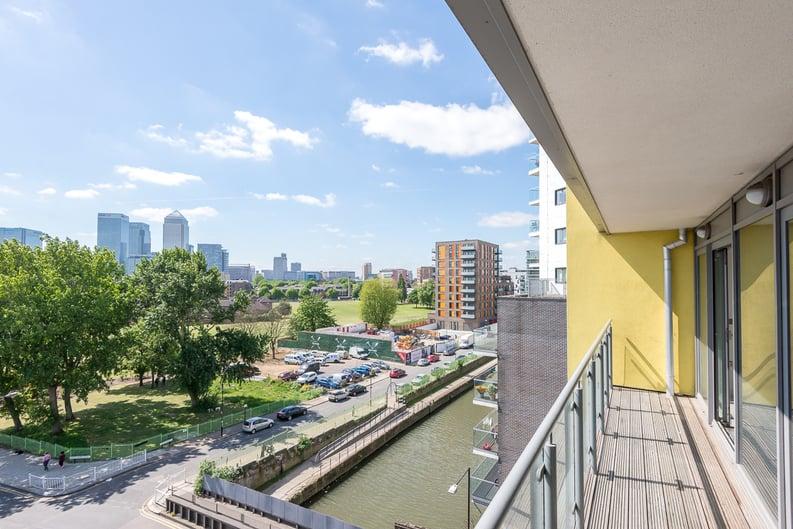 2 bedroom(s) apartment to sale in Craig Tower, Aqua Vista Square, London-image 5