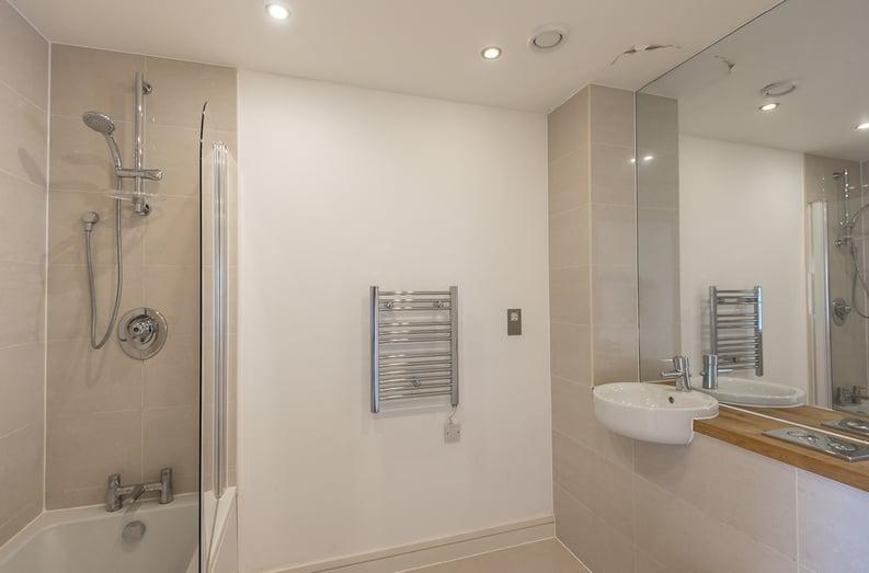 2 bedroom(s) apartment to sale in Craig Tower, Aqua Vista Square, London-image 4