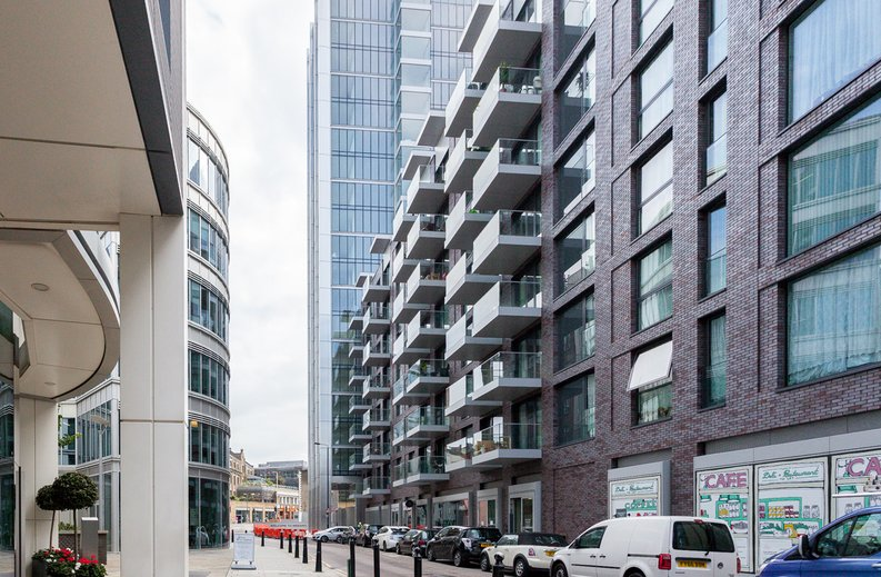 1 bedroom(s) apartment to sale in Piazza Walk, London-image 1