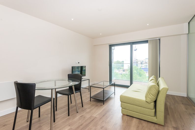 1 bedroom(s) apartment to sale in Argent House, 3 Beaufort Square, Beaufort Park, Colindale-image 3
