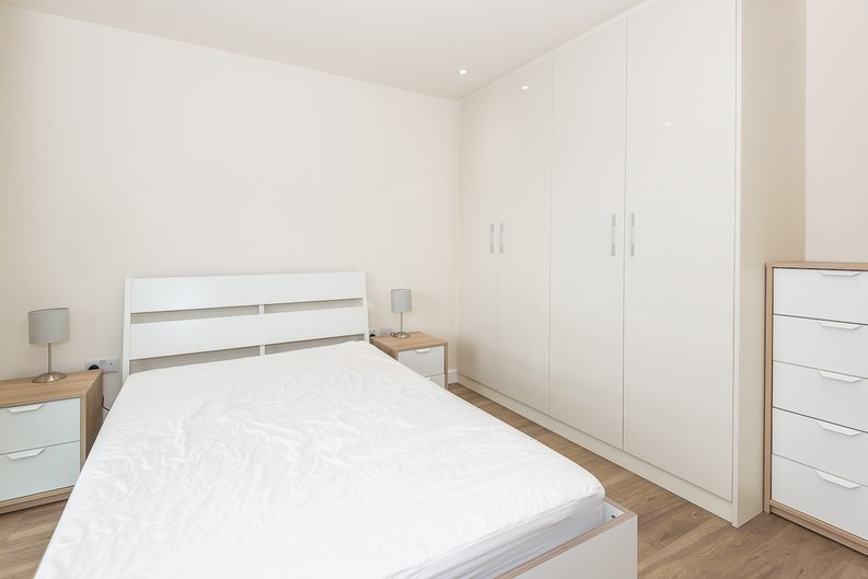 1 bedroom(s) apartment to sale in Argent House, 3 Beaufort Square, Beaufort Park, Colindale-image 5