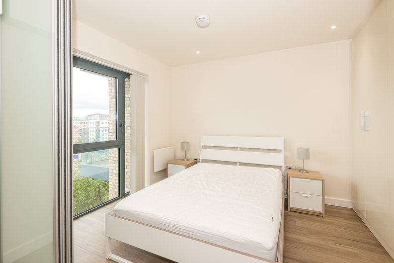 1 bedroom(s) apartment to sale in Argent House, 3 Beaufort Square, Beaufort Park, Colindale-image 6