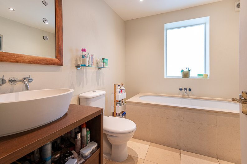 2 bedroom(s) apartment to sale in Thurlow Road, Hampstead, London-image 6