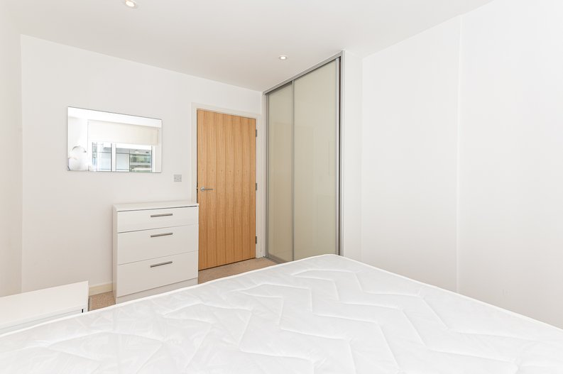 1 bedroom(s) apartment to sale in Waterside Apartments, Goodchild Road, London-image 9
