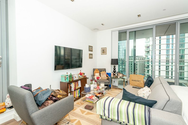 1 bedroom(s) apartment to sale in Satin House, 15 Piazza Walk, Goodmans Fields-image 3