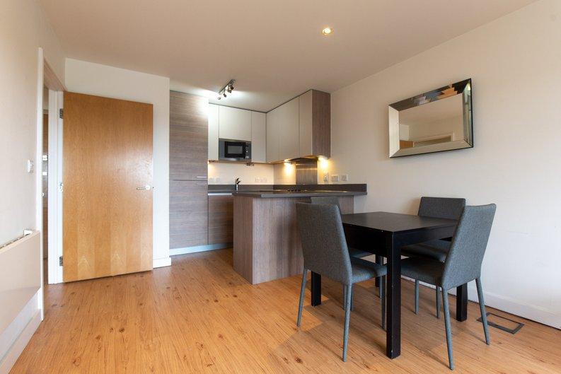 1 bedroom(s) apartment to sale in East Drive, London-image 10