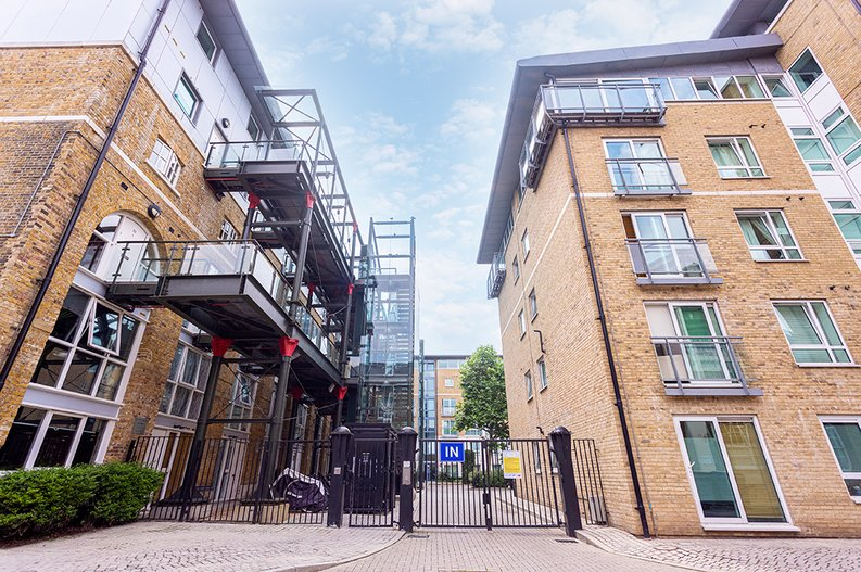 2 bedroom(s) apartment to sale in Hopton Road, Woolwich, London-image 5