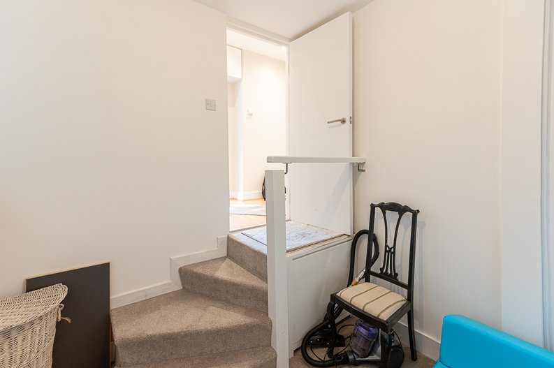 2 bedroom(s) apartment to sale in Cholmeley Park, Highgate Village, London-image 9