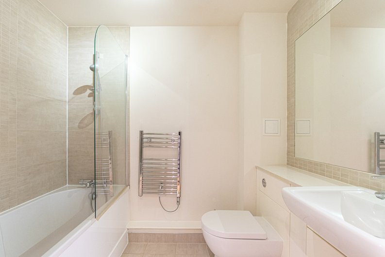 1 bedroom(s) apartment to sale in Heritage Avenue, London-image 4