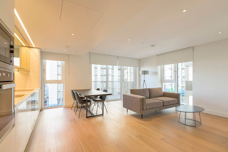 2 bedroom(s) apartment to sale in Fountain Park Way, White City, London-image 6