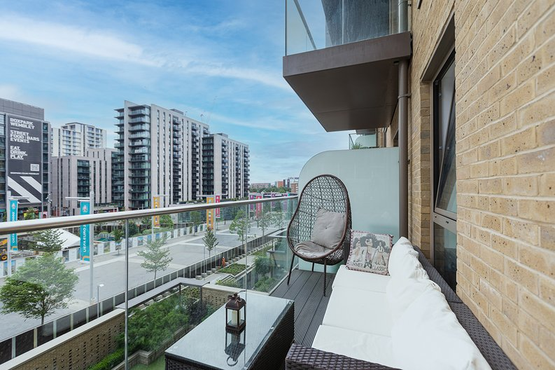 3 bedroom(s) apartment to sale in Olympic Way, Wembley, Greater London, London-image 3