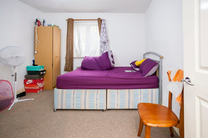 2 bedroom(s) apartment to sale in Sixpenny Court, Tanner Street, Barking-image 3