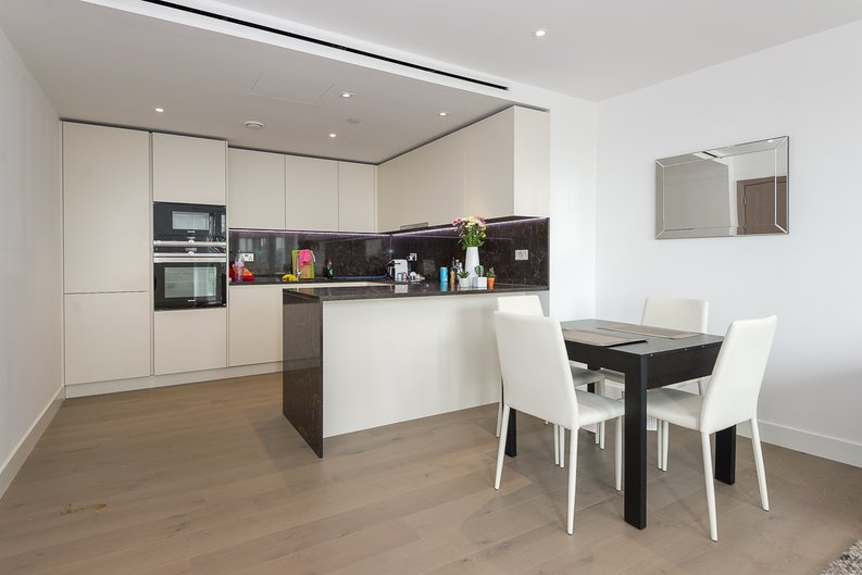 2 bedroom(s) apartment to sale in Admiralty House, Vaughan Way, London Dock, Wapping-image 3