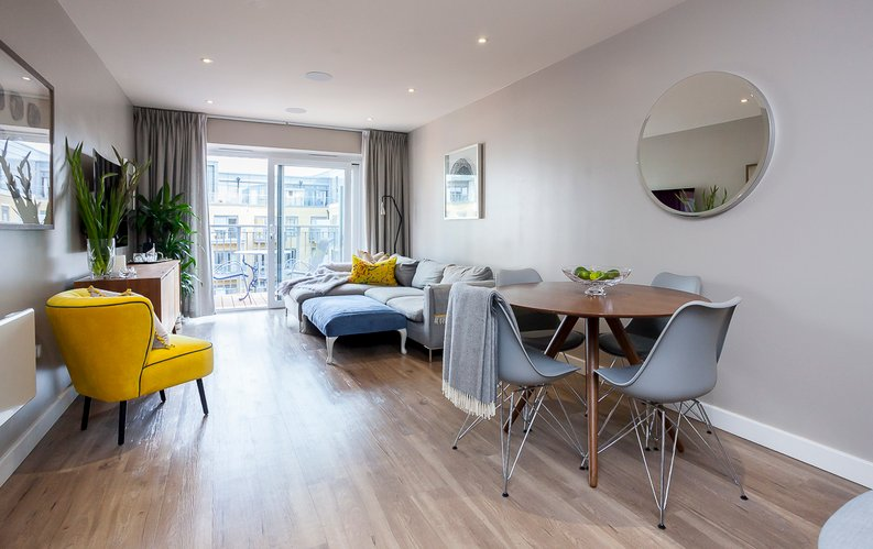 2 bedroom(s) apartment to sale in Constantine House, Boulevard Drive, Beaufort Park, Colindale-image 2