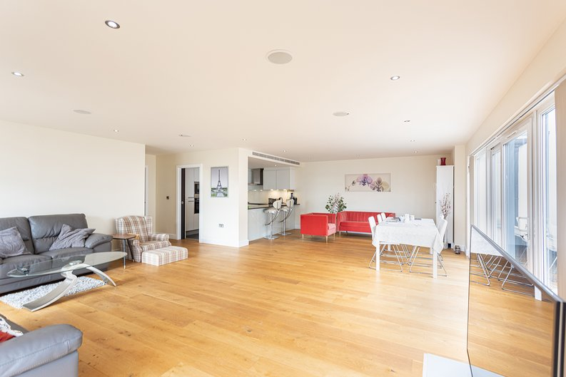 3 bedroom(s) apartment to sale in Boulevard Drive, Colindale, London-image 24